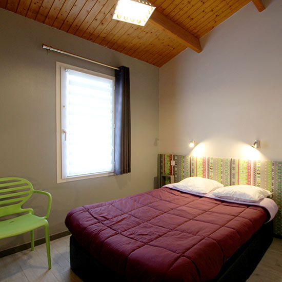 chambre-lit-doubleALit double dans la chambre familiale