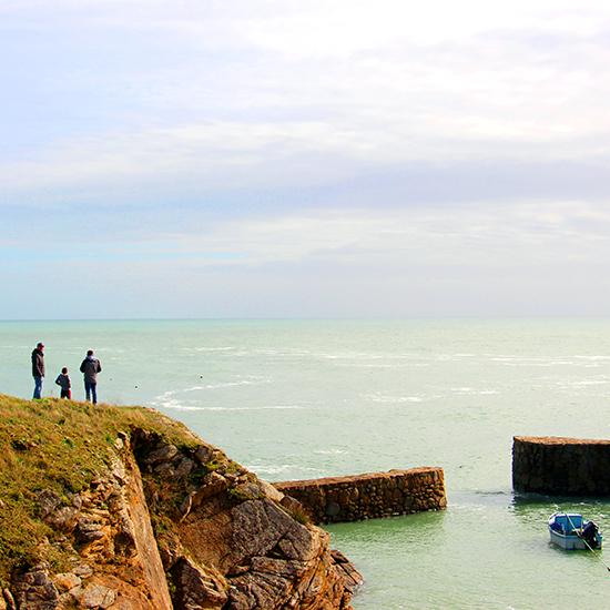 Côte rocheuse sur l'île d'Yeu