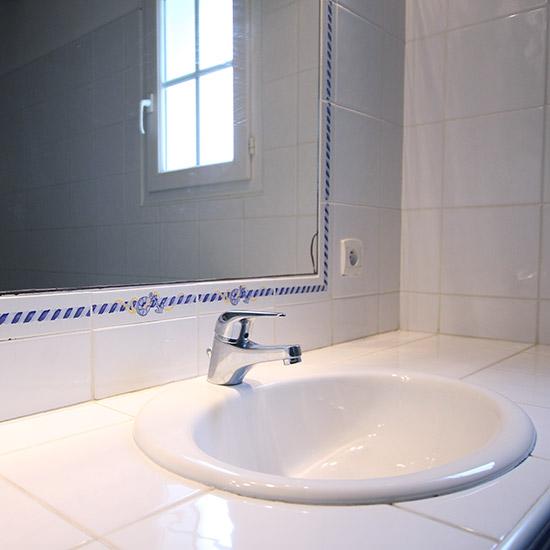 Vasque et robinet de la salle de bain