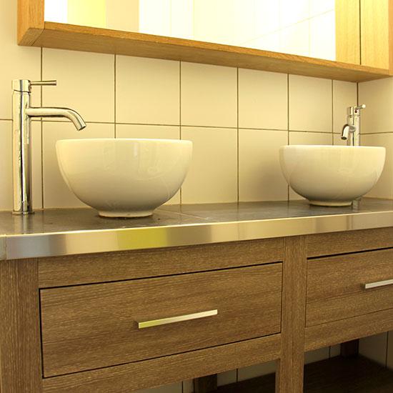 Double vasques dans la salle d'eau