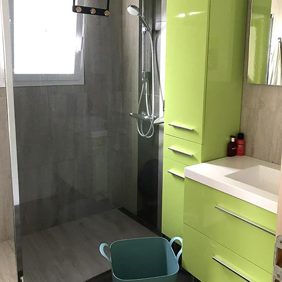 Salle d'eau de la location avec douche